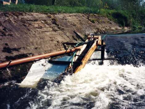 One of the other elver traps that were operated during 1996. It proved very difficult to corral elvers into these traps, despite the modifications shown above. The level of effort required and impact of water levels at this site means it is unsuitable for use as a national index site.