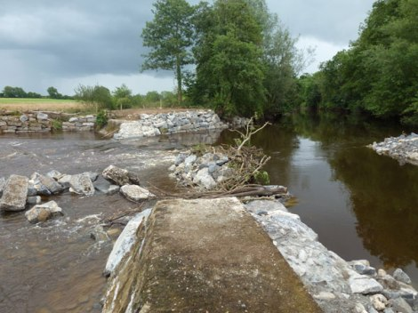 Ballyclough Weir, 03 August 2013. No evidence of any mitigation measures in place.