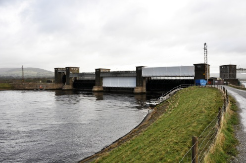 Headrace regulating gates